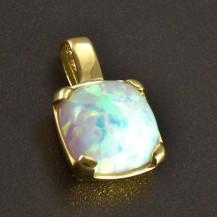 Zlatý přívěs bílý Opál