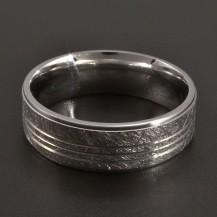 Stříbrný vybrušovaný prsten