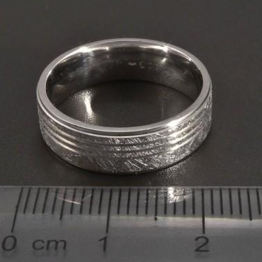 Stříbrný vybrušovaný prsten č.2