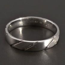 Stříbrný prsten vybrušovaný