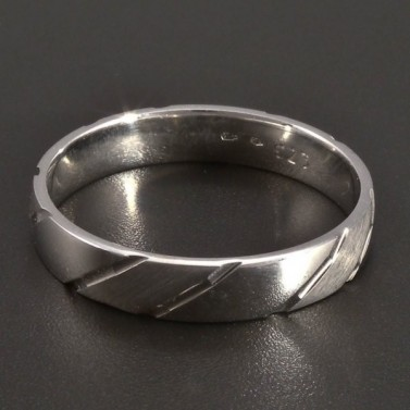 Stříbrný prsten vybrušovaný č.1