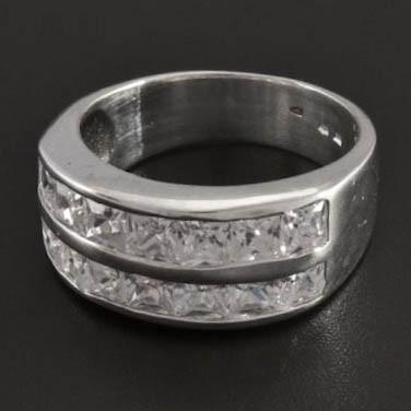 Masivní stříbrný prsten posetý zirkony 227 č.1