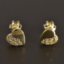 Malé zlaté náušnice srdíčkového tvaru