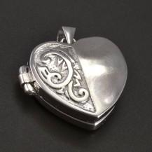 Stříbrný medailon srdce s rytinou