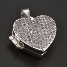 Stříbrný medailon vykládaný zirkony