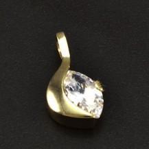 Zlatý přívěsek s broušeným zirkonem