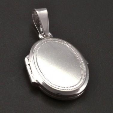Medailon z bílého zlata s jemnou rytinou č.1