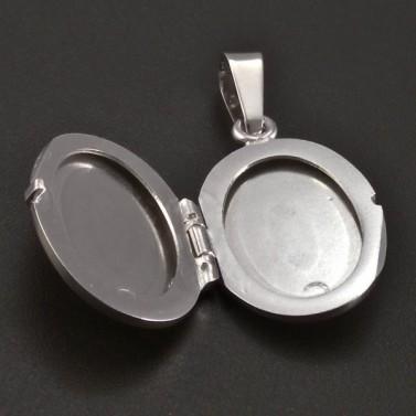 Medailon z bílého zlata s jemnou rytinou č.2