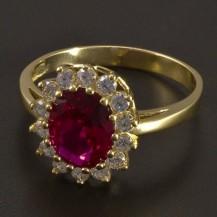 Zlatý prsten oválný rubín se zirkony