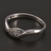 Stříbrný prsten zirkon a rytina