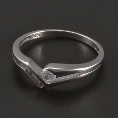 Stříbrný prsten větší a menší zirkony č.1