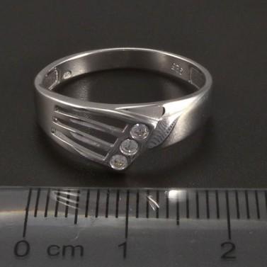 Stříbrný prořezávaný prsten 3 zirkony č.2