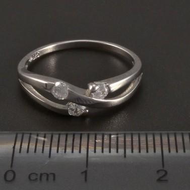 Stříbrný prsten s třemi zirkony č.2
