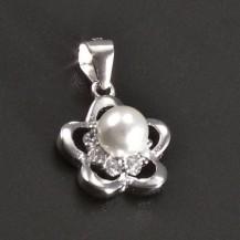 Stříbrný přívěs kytička s perlou